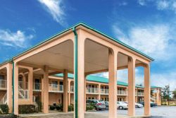 Econo Lodge Inn, & Suites