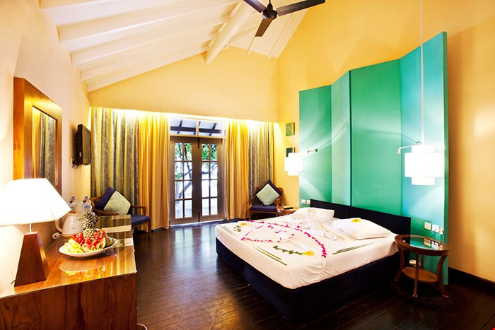 adaaran_select_meedhupparu_accomodation_beach_villa_12.jpg